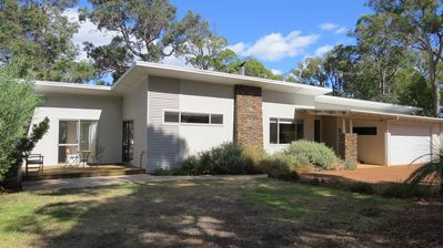 Spacious, modern home on 3 acre block
