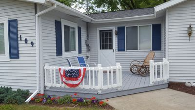 Cozy Getaway-East Bay Channels Houghton Lake. Discounted pricing for week's stay