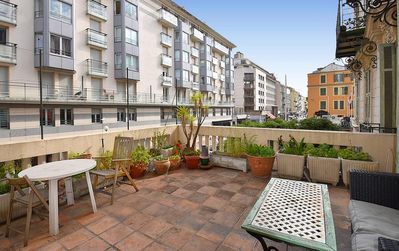 Photo for 5 rooms of 120 m² with terrace 5 minutes from Place Massena