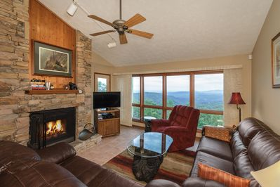 Large Great Room - Wood Burning Fireplace - AMAZING VIEWS !!!