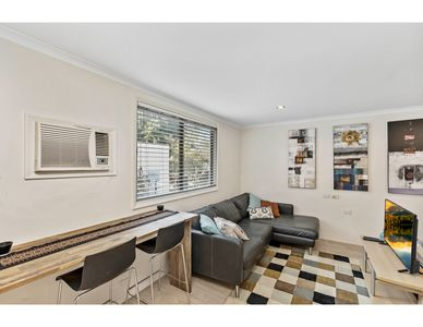 Photo for Cosy studio apartment seconds from Manly Beach