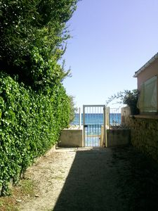 Photo for Apartment with private passage leading to the beach of Sablettes.