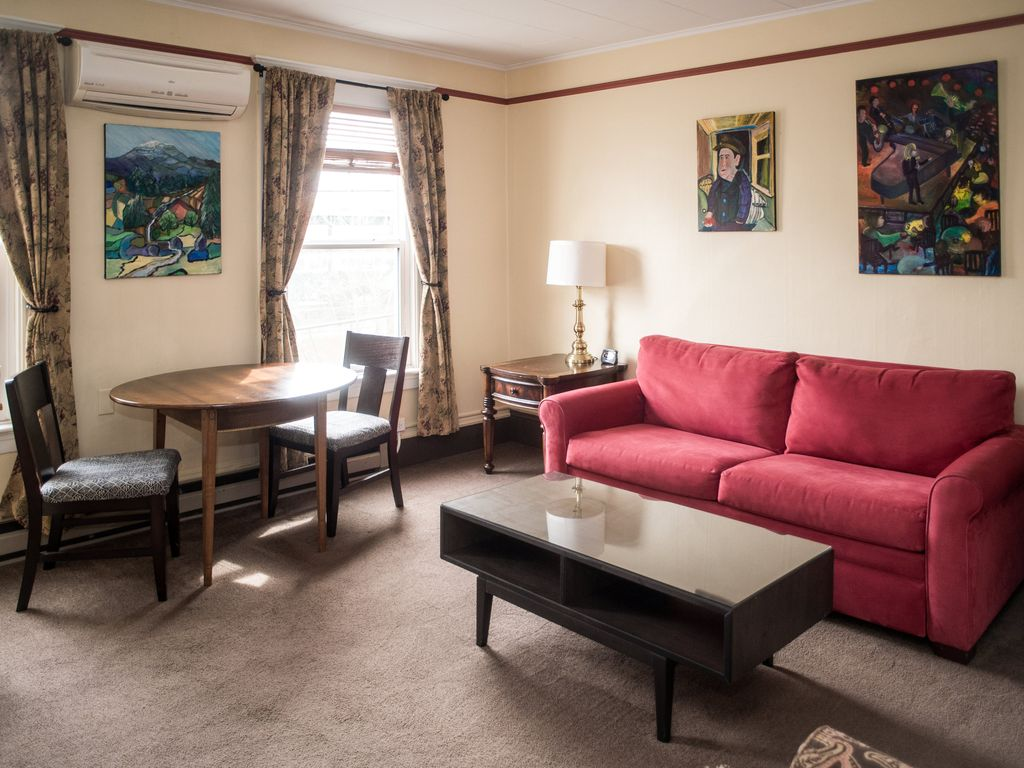 Large One Bedroom at St. John\'s Apartments... - HomeAway Capitol Hill