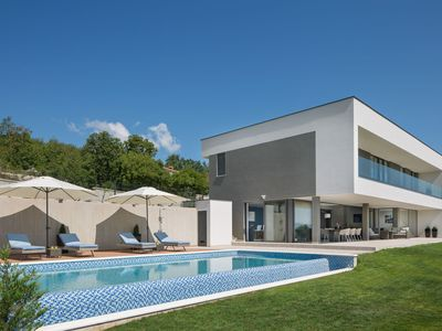 Photo for Luxury villa with stunning views, swimming pool and whirlpool, near Labin and the beach