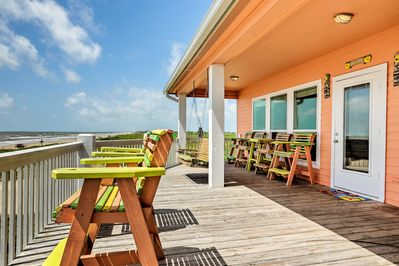 Book your Gulf Coast getaway to the vibrant 'Peach on the Beach' abode!