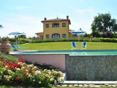 Photo for Villa with wi fi and swimming pool surrounded by nature near Cortona