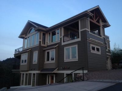 Unobstructed views of Columbia River!