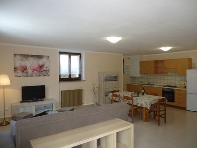 Photo for Ground floor apartment up to 6 pers., 3 bedrooms, terrace and garden, 300m to the lake
