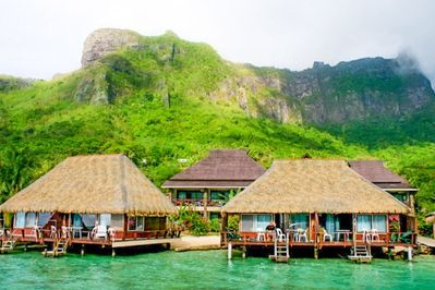 Beautiful overwater bungalow on famous Cooks bay!