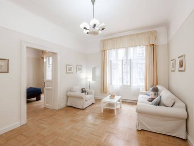 Photo for Historic centre - beautiful spacious apartment!