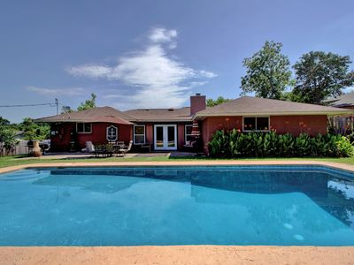 Photo for Spacious Home With Pool For Up To 10 Guests