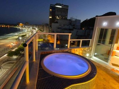 Photo for Oceanfront penthouse with private pool in Copacabana!