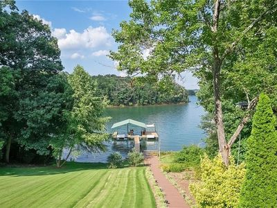 Photo for Beautiful Lake Hartwell getaway close to Clemson with dock on deep water
