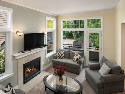 Seattle Vacation Home: The Gallery - 3 bedrooms, each with en-suite bath!