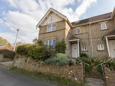 Photo for EAST COTTAGE, pet friendly, with open fire in Weymouth, Ref 1003610