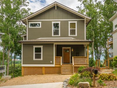 Spacious River Arts District Home with Beautiful Sunrise View, 1 mile from town