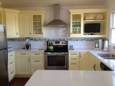 Photo for Charming cottage 2 blocks from the beach