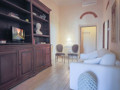 Photo for This beautifully renovated third floor holiday accommodation is located in the heart of Florence.