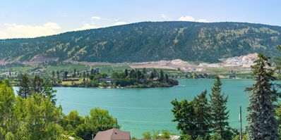 Photo for Stunning views of Kalamalka and Wood Lake!