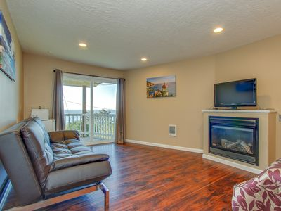 Photo for Upper-level studio close to beach access - dogs welcome!