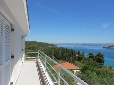 Photo for 3BR Apartment Vacation Rental in Ne?ujam, Dalmatien