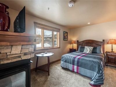 Photo for Well-Appointed Jupiter Inn rental. Winter in-town shuttle & community hot tub. Close to the slopes.
