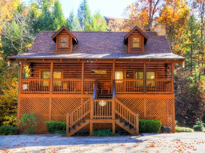 BEAR CREEK LODGE IS THE BEST VALUE IN PIGEON FORGE FOR A 5 BEDROOM CABIN