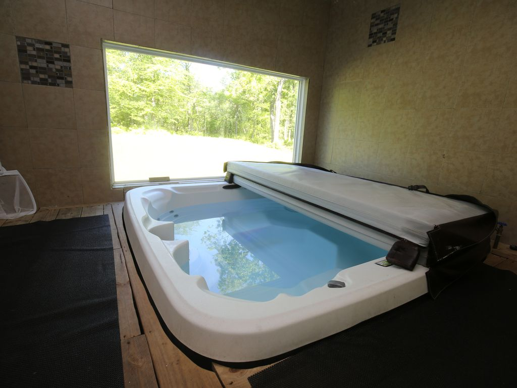 SUPER SALE! HOT TUB~CASINO~WATER PARK~SWIMMING... - HomeAway Long Pond