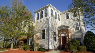 Photo for Bush Gardens and Historic District minutes away! Huge Condo! 3 pools! AMAZING!