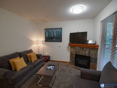Upgraded Whistler Village Condo. BBQ on the Deck, Pool and Hot Area