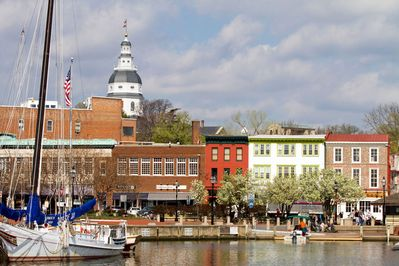 Two (2) miles away from local downtown Annapolis attractions!