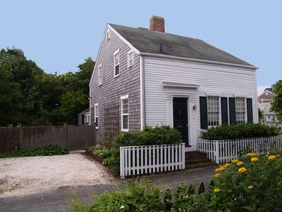 In-town 1850's Warm and Private Nantucket Half-Cape; Easy Walk to Main Street!