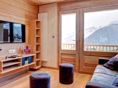 Photo for Apartment Courchevel 1850, 2 bedrooms, 6 persons