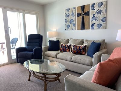 Photo for Castaways 8B - Gulf-Front Condo With Room For The Whole Family!