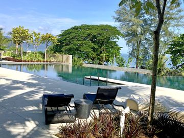 Seaside, heart of Batu Ferringhi beach, luxury home stay