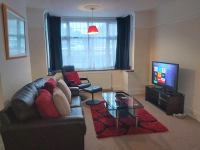 Photo for Mossbank Airport House - 5mins Luton Airport/Station