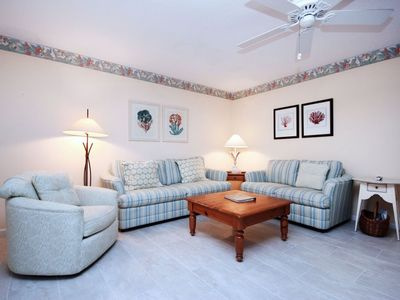 Photo for Sanibel Arms, D8 - Beach Side, 2 Bed/2 Bath, w/Porch