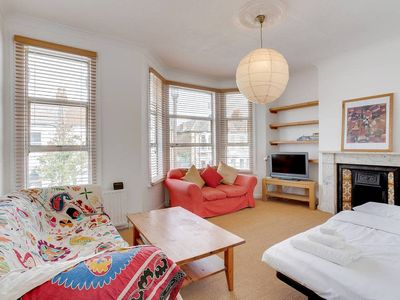 Photo for Pretty 1Bed Queen´s Park Flat 3 mins from Tube