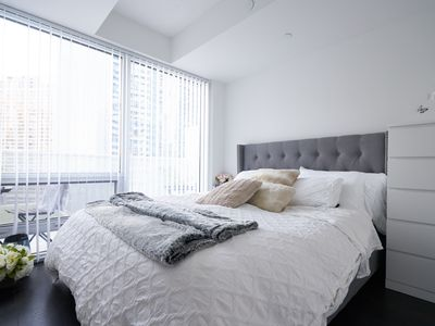 Photo for 1 Bedroom Luxury Condo Harbourfront - Path Connection