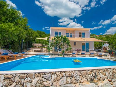 Photo for Exceptional villa with private swimming pool and sea view !