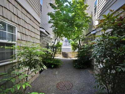 Photo for Beautiful 1 BR, 1 BA Lower Queen Anne Condo