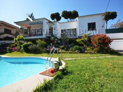 Photo for REF. 2519 / VILLA WITH GARDEN AND POOL, A FEW MINUTES FROM S'AGARÓ.  Villa located in t