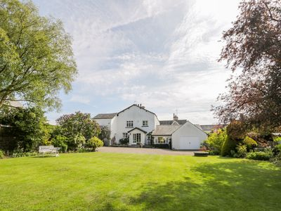 Photo for THE WHITE HOUSE, pet friendly, with open fire in Cartmel, Ref 1008352