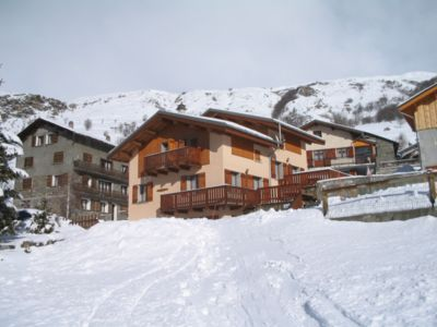 Photo for LES MENUIRES - 110m² chalet 200m from the ski slopes