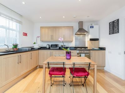 Photo for Modern 2bed 2bath by Station Stockwell (7)
