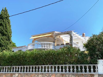 Photo for House for 6 persons with private pool and large garden in L'Escala