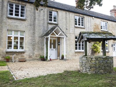 Photo for Stunning Farmhouse In Woodstock Near Oxford, The Cotswolds And Blenheim Palace