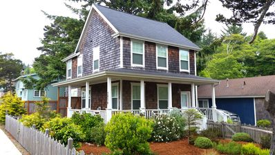 Photo for Charming pet-friendly (dogs stay free!) cottage, hot-tub, short walk to beach