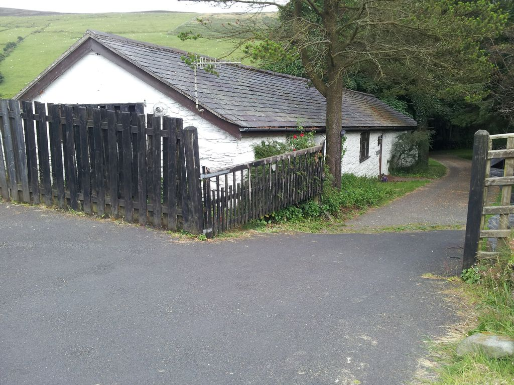 Manx stone cottage in beautiful countryside with own hot tub Photo 1