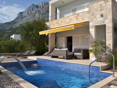 Photo for Luxurious villa with pool, waterfall, garage and barbecue area for single use